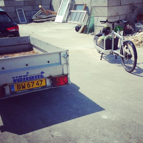 New match up at recycling stations: Trailer vs. Cargo bike! Photo: VELO\\CITY